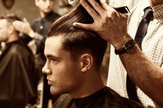 Thợ cắt tóc nam